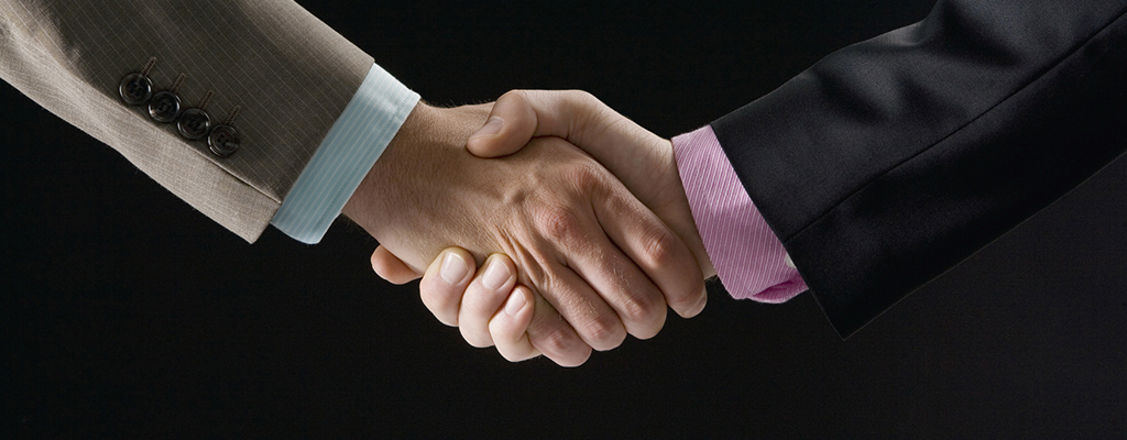 Abbildung zeigt Handschlag zweier Personen