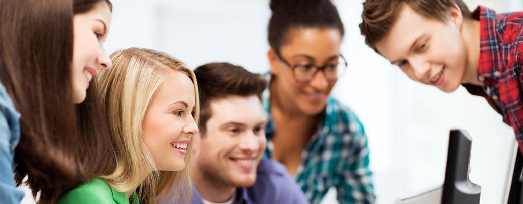 Abbildung zeigt Personengruppe im ausbildungsbegleitenden Unterricht der Steuerberaterkammer Köln