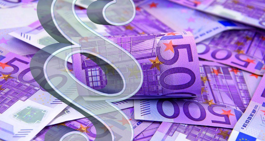 Geld und Paragraph als Vergütung für steuerberatende Leistungen